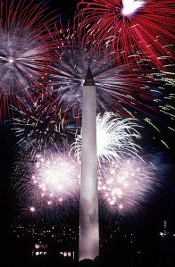 Fourth_of_July_fireworks_behind_the_Washington_Monument,_1986 (1)